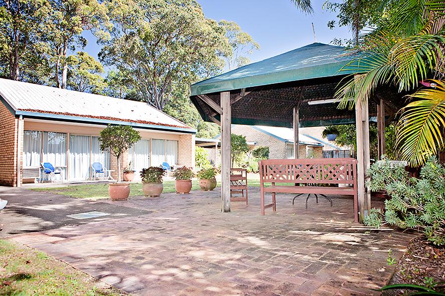 Fun picnic with family at Sunshine Coast Motor Lodge