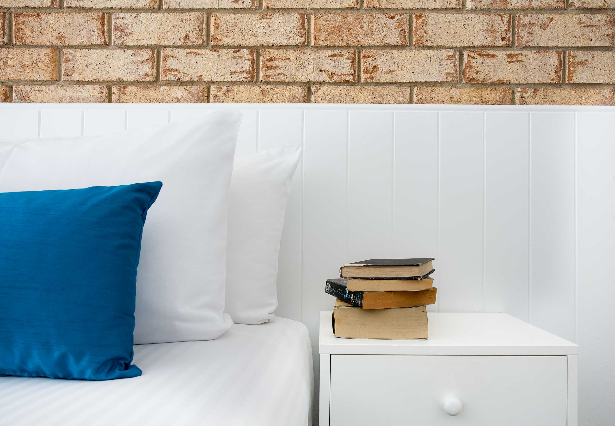 Sunshine Coast Motor Lodge Accommodation Detail books