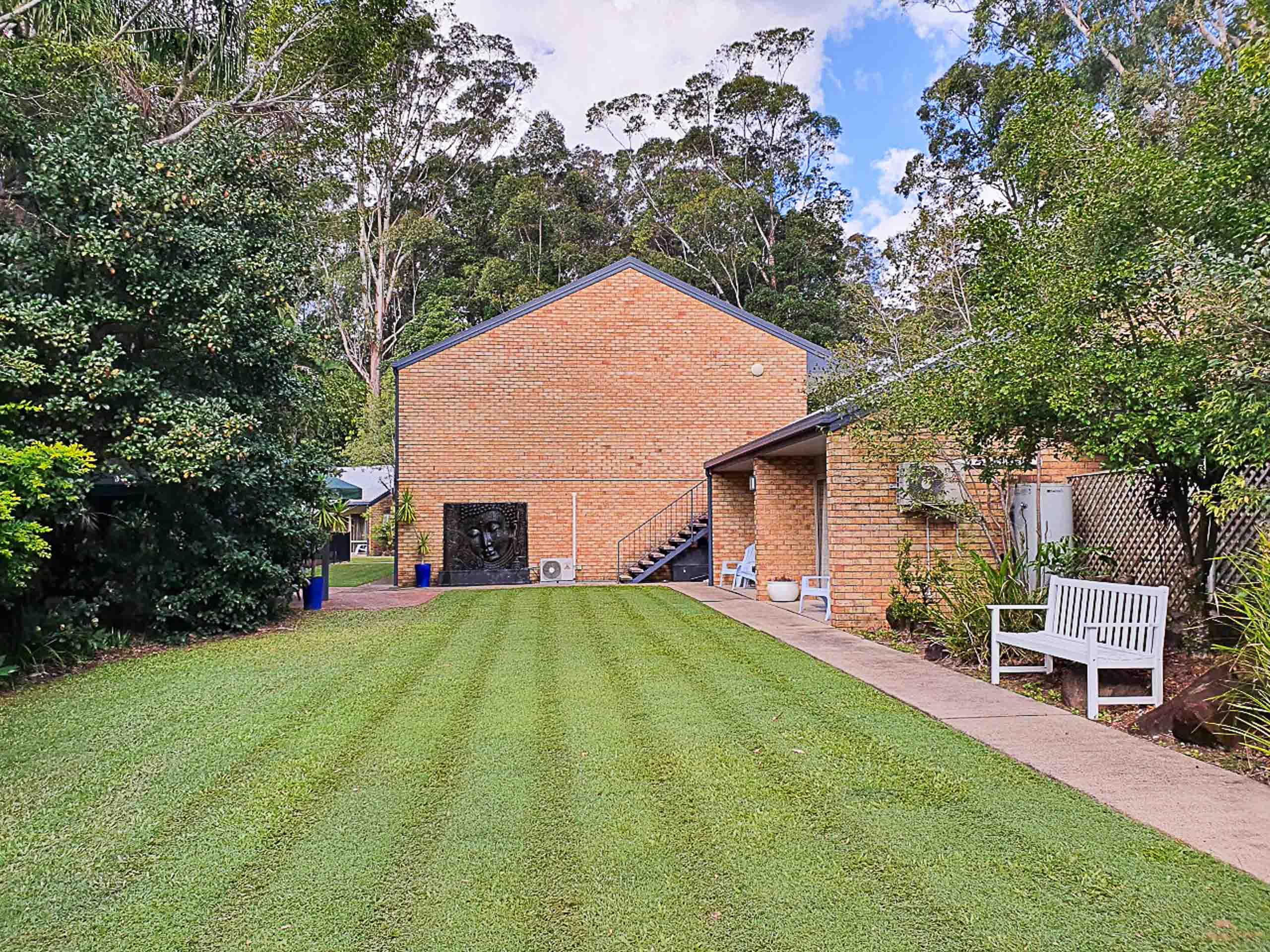 Sunshine Coast Motor Lodge Lawn Exterior