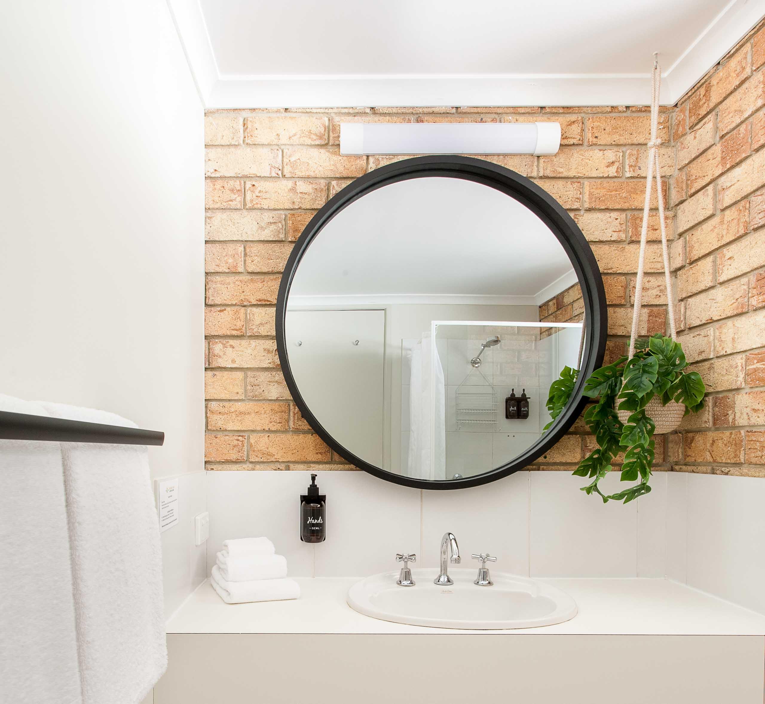 Sunshine Coast Motor Lodge Accommodation Mirror Bathroom
