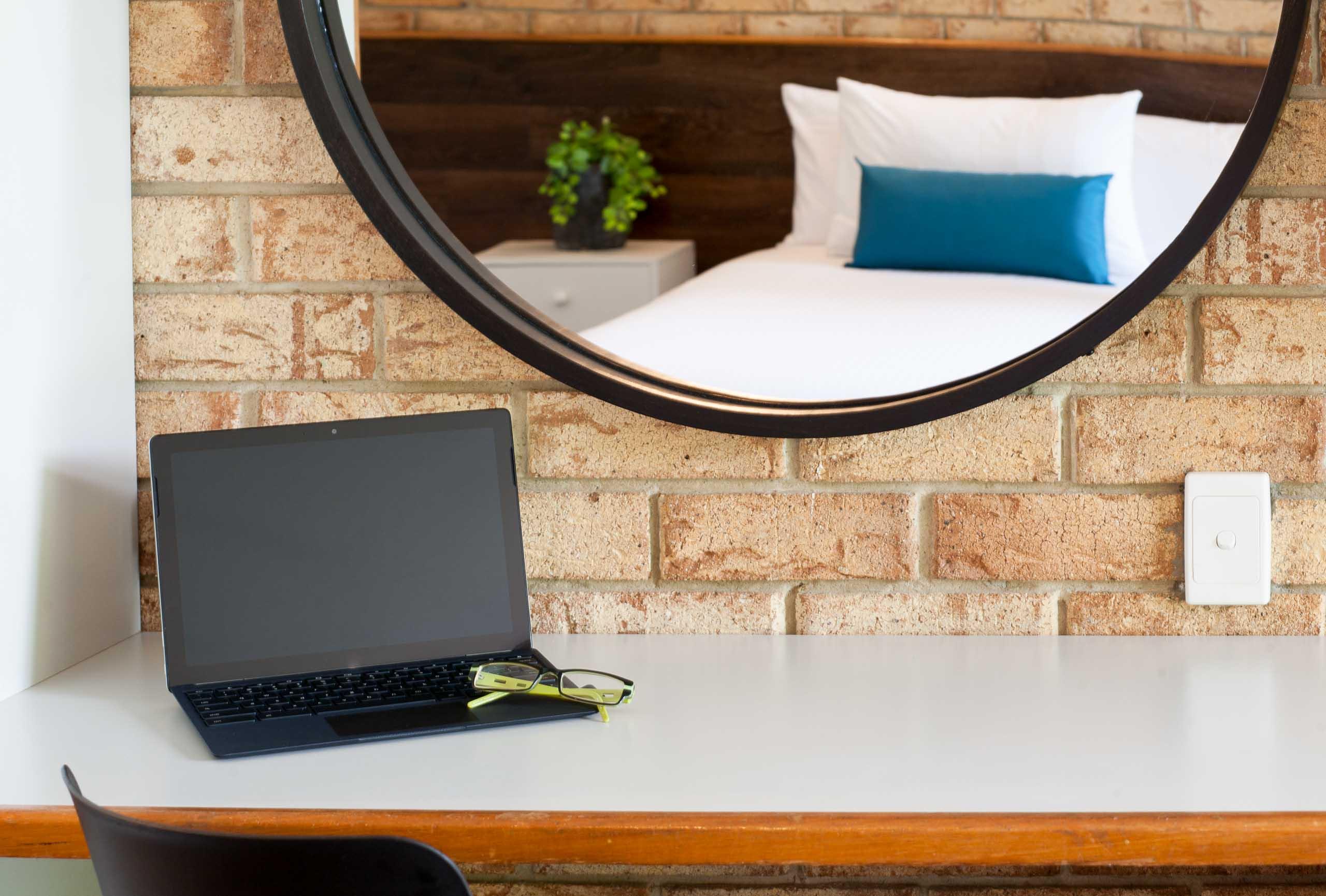 Sunshine Coast Motor Lodge Accommodation Mirror desk